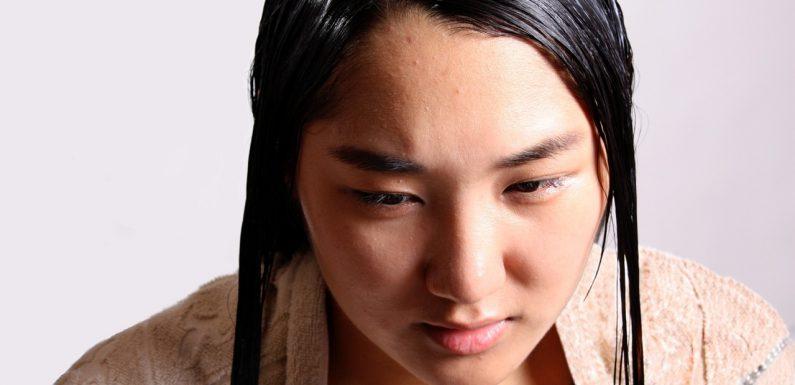 Jak zapobiec nadmiernemu przetłuszczaniu się włosów?