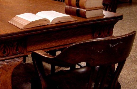 W jaki sposób można zostać adwokatem?